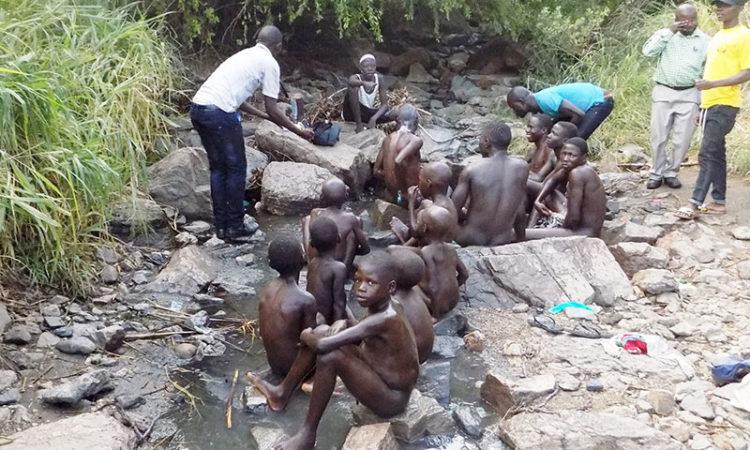 Naked-men-bathing-at-Amoropi